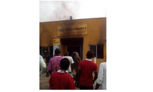 Nigérians incendient le bureau de MTN