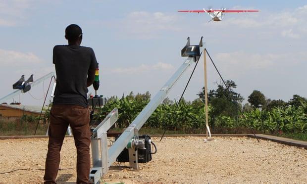 Développement Afrique: Un drone qui livre des médicaments anti-VIH aux îles reculées en Ouganda (images)