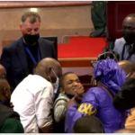 Afrique du Sud: Bagarre entre députés au Parlement de l'Union Africaine qui n'arrivaient pas à s'entendre sur la composition du bureau (vidéo)