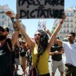 Des milliers de manifestants en France contre le pass sanitaire
