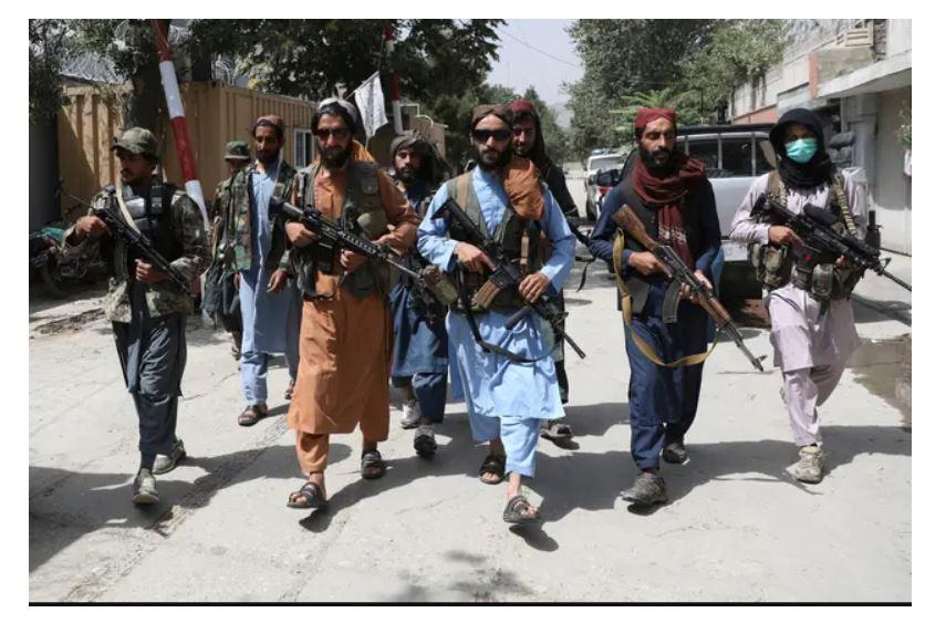 Les combattants talibans « auraient flagellé » des personnes dans les rues pour avoir porté des vêtements occidentaux