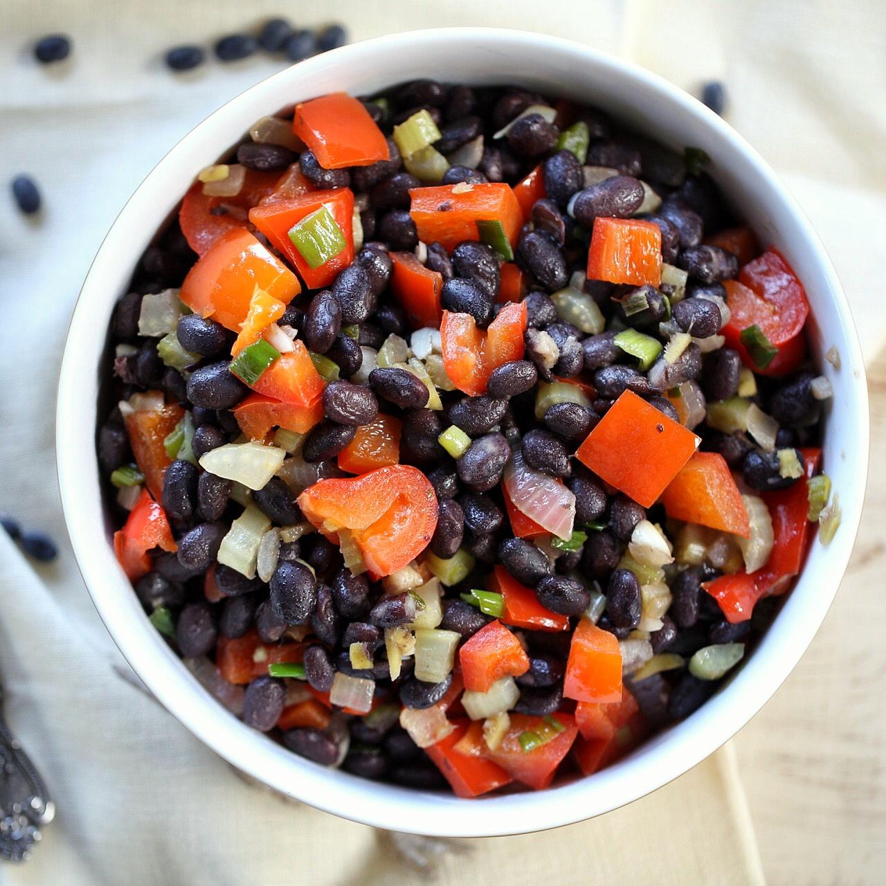Spicy black bean salad bowl