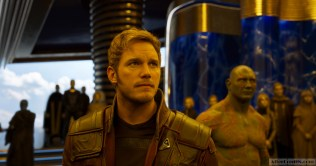 Guardians Of The Galaxy Vol. 2 L to R: Star-Lord/Peter Quill (Chris Pratt) and Drax (Dave Bautista) Ph: Film Frame ©Marvel Studios 2017