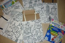 Colour-in tote bags