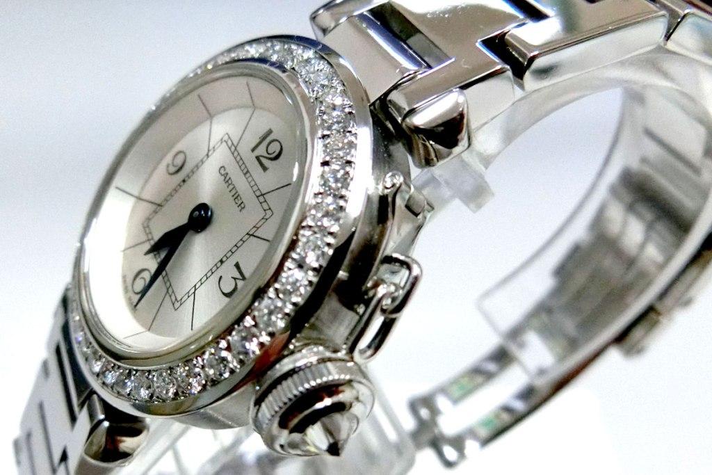 ベゼルに加工された美しいアフターダイヤモンドカスタム