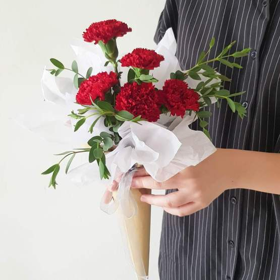 5 stalks red Carnations fresh flower wrapping bouquet by AFTERRAINFLORIST