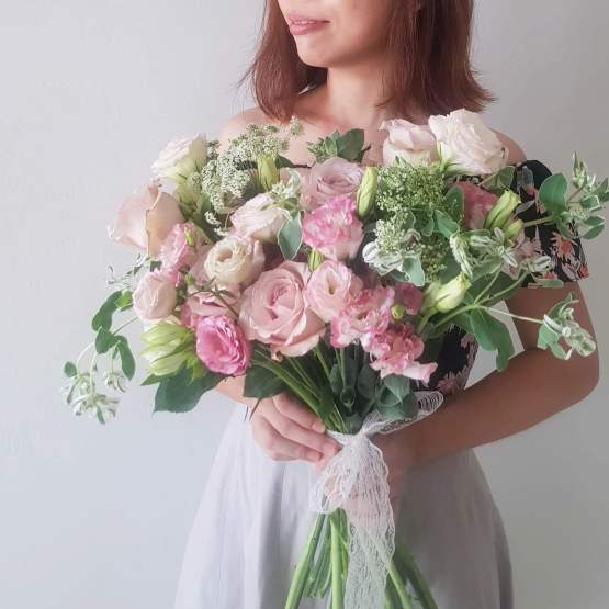 Elegant style hand-tied fresh bridal bouquet by AfterRainFlorist