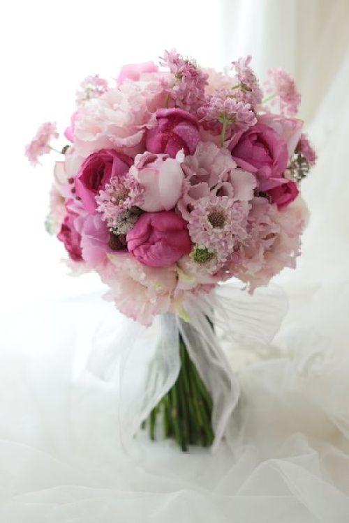 Type of wedding bouquet inspiration: Round Bridal flower