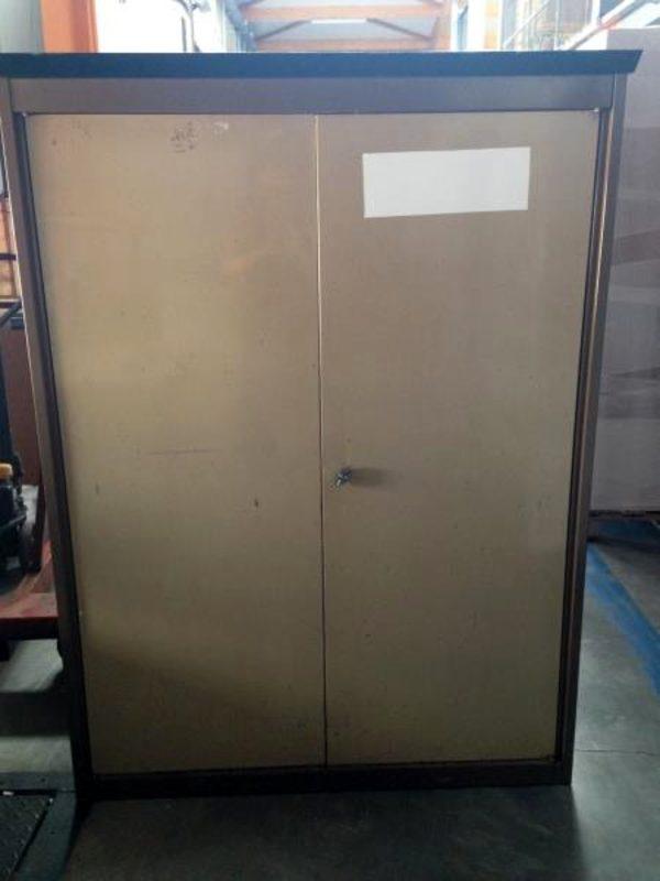 1 armoire metallique 2 portes