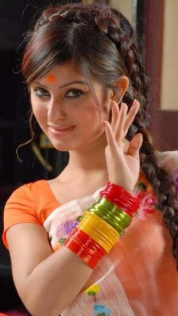 Anika kabir Shokh Short Biography & Pictures 3