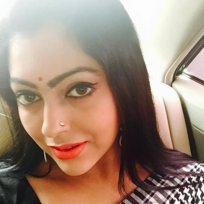 Bangladeshi Actress Nipun Akter Biography & Pictures 10