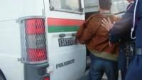 """أمن إنزكان يوقف """"مشرمل"""" مسلح بسيف أرعب حارس ليلي وكسر هياكل عدد من السيارات بالشارع العام"""