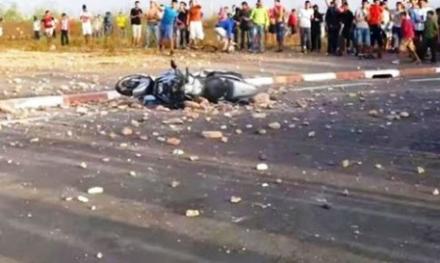 مباراة حسنية أكادير و الجيش الملكي تنتهي بأعمال الشغب، و زجاج سيارة شرطي يتعرض للتهشيم، بعد هزيمة مدوية لأبناء غاموندي .