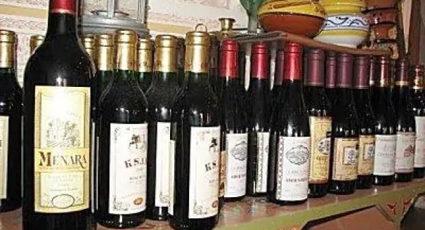 فنادق بأكادير تنصب على مرتاديها من المهووسين بمعاقرة الخمور وشرب الشيشا بطريقة عجيبة.