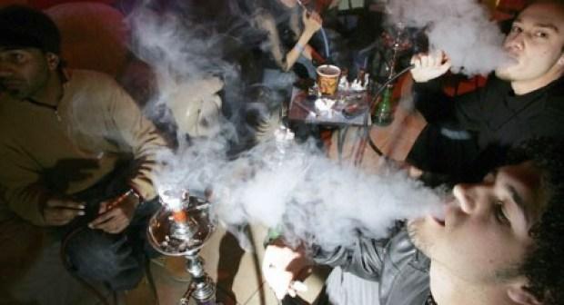 أكادير : الشيشة تأسر النساء والشباب وتربح أرباب المقاهي والملاهي