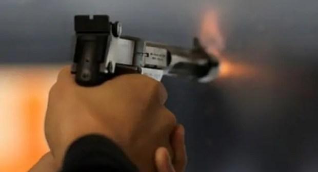 عناصر الدرك تواصل البحث على عصابة سلبت مواطنا مبلغ: 15000درهما، و حاولت قتله بالرصاص.