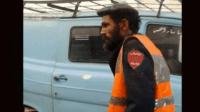 مثير بالصورة:مختل عقليا يرتدي بذلة شرطي يستنفر الأجهزة الأمنية