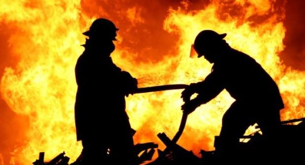 أكادير : النيران تحول شاحنة وحمولتها من الأفرشة إلى رماد.