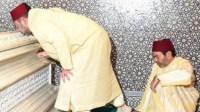 لحظة مؤثرة: محمد السادس يزور قبر جده الراحل محمد الخامس ويُقبِّله