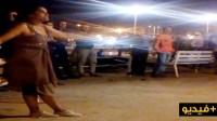 """مؤثر ، شابة تتجرد من ملابسها وسط """"الكورنيش"""" بعد أن هاجمها متشردون(فيديو)"""