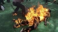 نقل شاب بين الحياة والموت أضرم النار في جسده بأورير