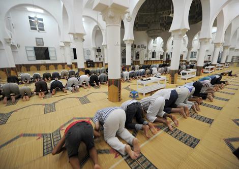أنباء عن إمكانية السماح بإقامة صلاة التراويح بالمساجد