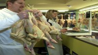 هل غسل الدجاج خطير وضار؟