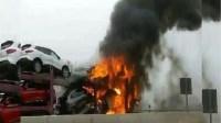 شاهد الحريق المهول الذي أتى على 5 سيارات بأكادير