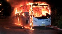عاجل بالفيديو:حريق يلتهم حافلة للنقل العمومي بالكامل