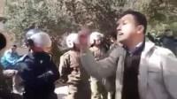 فيديو مؤثر : أستاذ يضع رجال الأمن ورجال القوات المساعدة في موقف محرج جداً