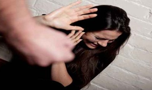 صادم:شاب يقتل زوجته صفعا أمام والدتها!