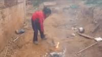 تلميذة مغربية في العاشرة من عمرها تحرق كتبها اسمعو منها لتعرفو اسباب حرقها للكتب