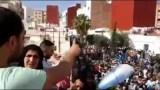 ناصر الزفزافي يخطب من فوق سطح بيته والأمن يتربص به لإعتقاله بالحسيمة