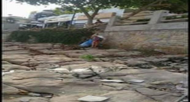 (+صور).سابقة بأكادير: سياح أجانب يقومون بحملة نظافة لإزالة ما أفسده بعض المصطافين بشاطئ تغازوت.