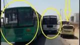 سباق محموم بين سائقي حافلتين للظفر بالركاب