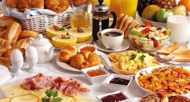 أطعمة ومشروبات يجب تجنبها على مائدة الإفطار في رمضان