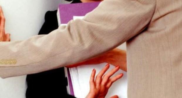 توقيف مدير مؤسسة تحرش لفظيا بأم إحدى التلميذات عن العمل، وعرض ملفه على المجلس التأديبي الجهوي.