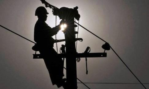 أكادير : مواطنون يتكبدون خسائر فادحة بسبب الارتفاع المفاجىء للتيار الكهربائي، و يطالبون بالتعويض.