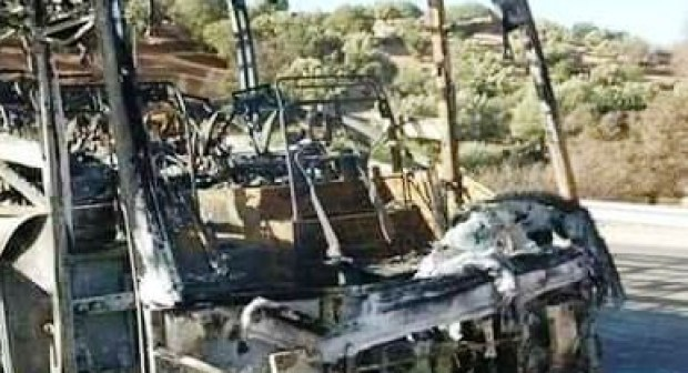 +صورة: النيران تحول حافلة قادمة إلى أكادير إلى هيكل، و الركاب ينجون من موت محقق