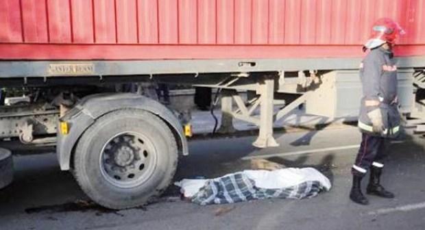 عااجل بأيت ملول:شاحنة مجنونة تحول جسدي سيدتين إلى أشلاء في حادث مروع.