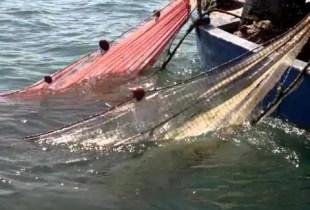 """مأساة:شباك الصيد تقتل """"بحارا"""" في حادث مأساوي بسواحل أكادير"""