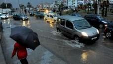 أمطار الخير بدأت في التهاطل على أكادير وسط فرحة المواطنين.