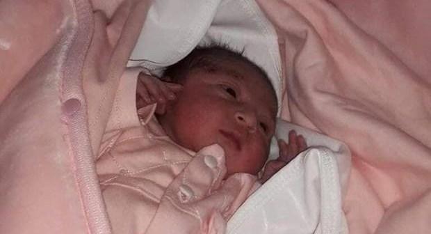 """مثير بالصورة:هكذا عثرت الشرطة على الرضيعة المختطفة من المستشفى، وألقت القبض على """"الخاطفة"""""""