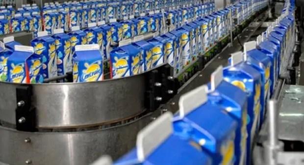 الحكومة تحذر من التداعيات السلبية للمقاطعة على الاقتصاد الوطني، و تستجدي عطف المغاربة من أجل التوقف عن مقاطعة الحليب