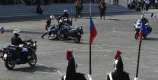 شاهد كيف سقط دراجون فرنسيون خلال حفل استعراضي