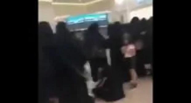 فيديو.. نساء سعوديات في صف طويل لاقتناء تذاكر حفل كاظم الساهر