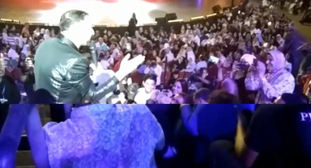 """أكادير:إيكو «يتصالح» مع الجمهور السوسي ويؤدي أغاني """"أودادن"""" بالأمازيغية من قلب أكادير"""