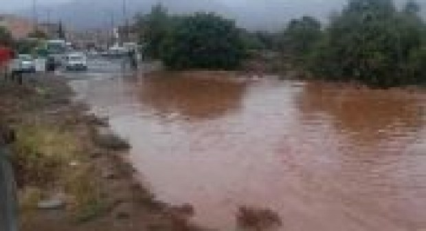 أمطار قوية تتهاطل على مدينة طاطا في عز الصيف !
