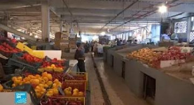 لهذا السبب عزف الجزائريون عن شراء الخضر والفواكه.