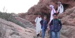 """بالفيديو:أطفال افران الأطلس الصغير """"يتسلقون"""" الجبال لبلوغ حلم التمدرس"""